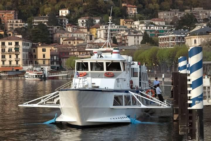 Hydrofoil Freccia delle Valli docked at Como