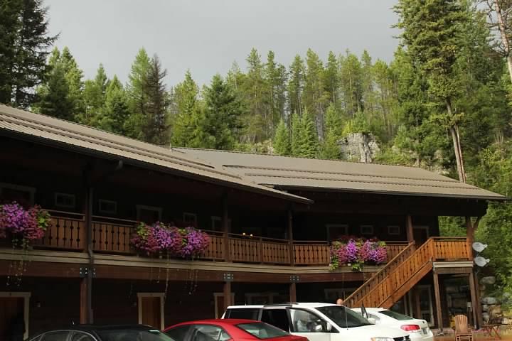 Glacier Guides Lodge