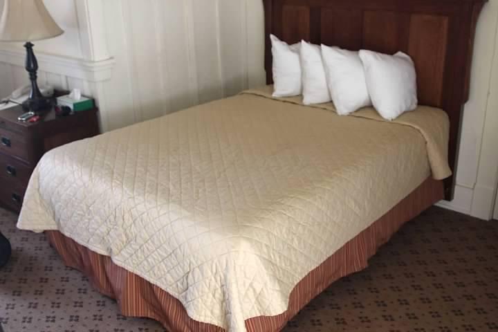 Many Glacier Hotel room