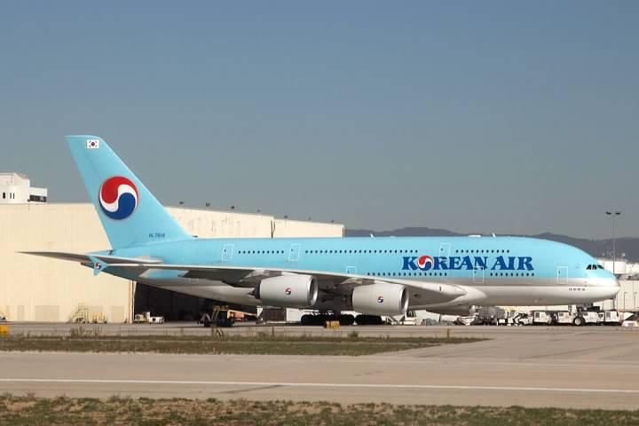 The Korean A380 taxiing to its gate