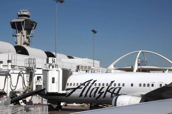 Alaska 739 arrived at LAX Gate 66
